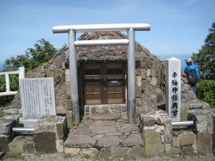 山頂の神社.jpg